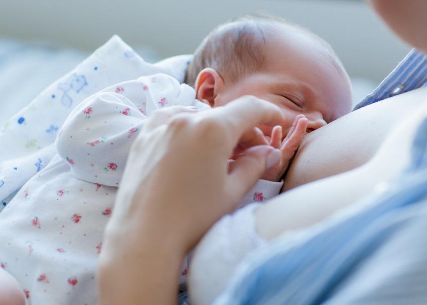 Έρευνα: Με ποιο τρόπο θα επιτευχθεί ο αποκλειστικός μητρικός θηλασμός πιο εύκολα;