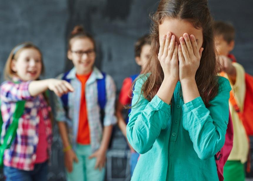 Σχολικός εκφοβισμός: Ποιοι είναι οι τρόποι αντιμετώπισης από εκπαιδευτικούς και γονείς | tlife.gr
