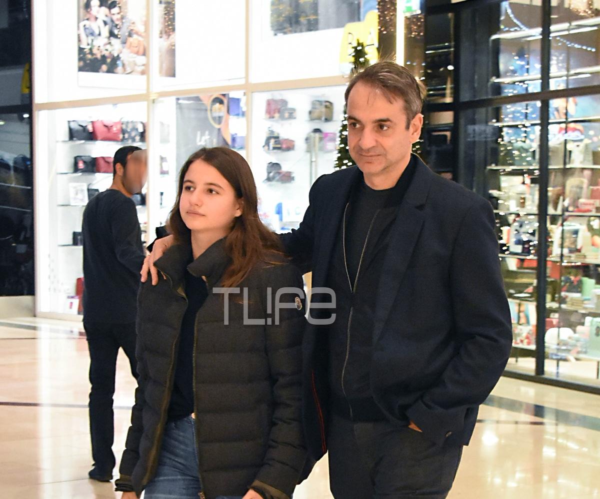 Kυριάκος Μητσοτάκης: Με την κόρη του Δάφνη για ψώνια! Φωτογραφίες | tlife.gr