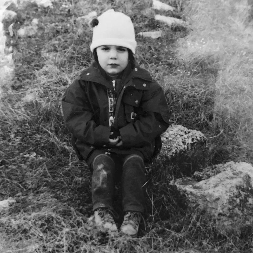 Το χαριτωμένο κοριτσάκι της φωτογραφίας είναι ηθοποιός και κόρη αγαπημένης ηθοποιού! | tlife.gr