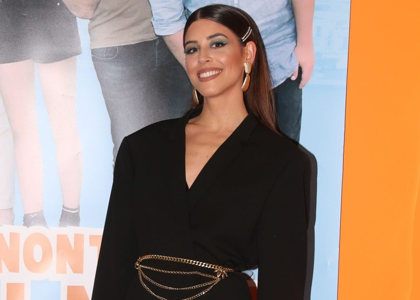 Η Demy φόρεσε το must σακάκι της σεζόν και μας άρεσε πολύ! | tlife.gr