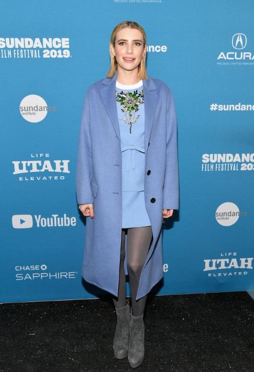 Η Emma Roberts με Prada   tlife.gr