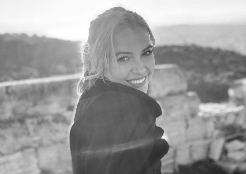 Εβελίνα Σκίτσκο: Η όμορφη φωτογραφία της σε χιονισμένο τοπίο | tlife.gr