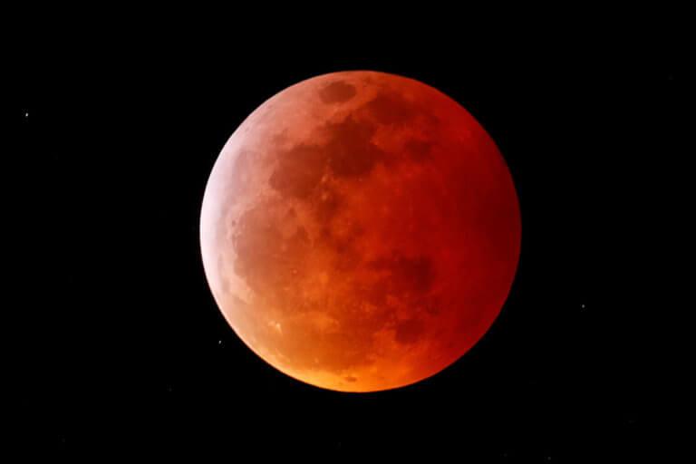 Ολική έκλειψη Σελήνης και πανσέληνος: Εικόνες που κόβουν την ανάσα! [pics] | tlife.gr