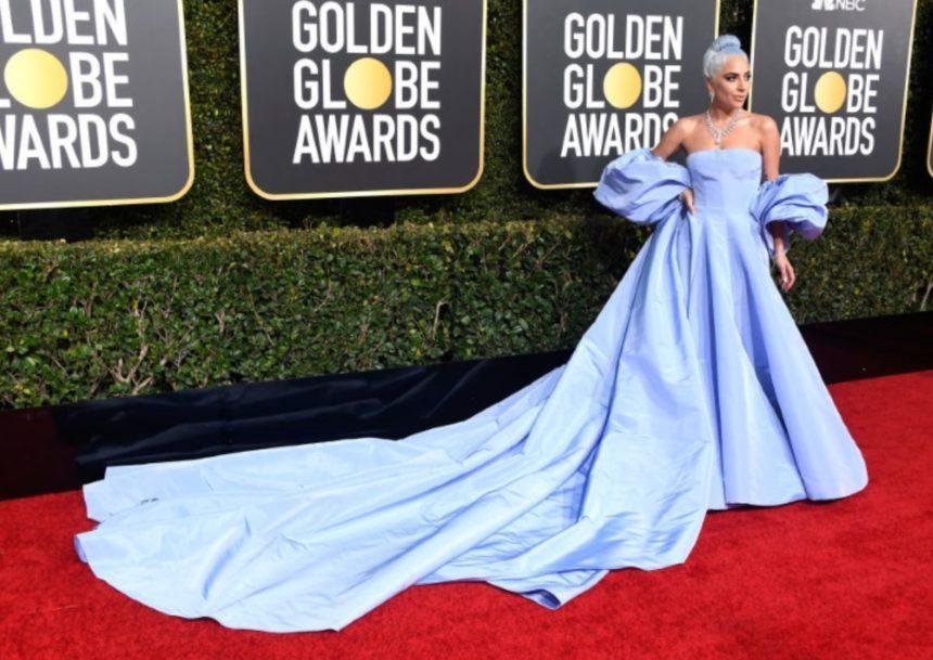 Lady Gaga: Η γυμνή φωτογραφία από το κρεβάτι της, αγκαλιά με την «Χρυσή Σφαίρα» | tlife.gr
