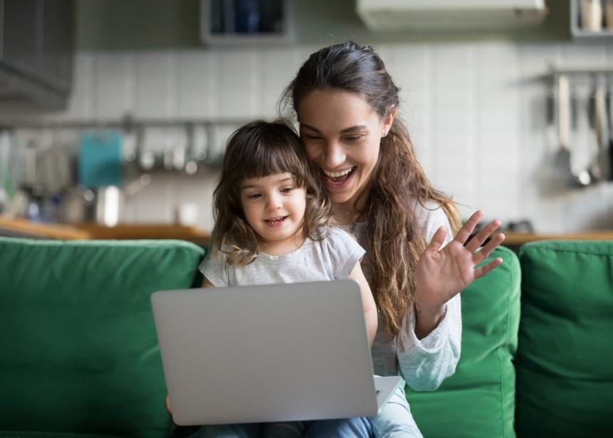 High Tech Moms: 4 ηλεκτρονικές συσκευές που θα αλλάξουν την καθημερινότητα κάθε μαμάς | tlife.gr
