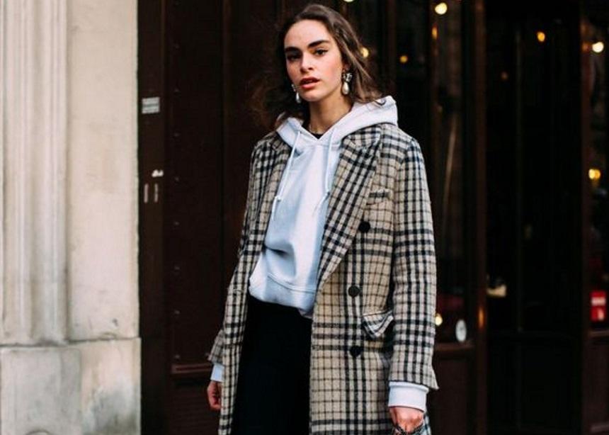 Παλτό + hoodie: Ένας σούπερ συνδυασμός που αξίζει να υιοθετήσεις τις κρύες μέρες | tlife.gr