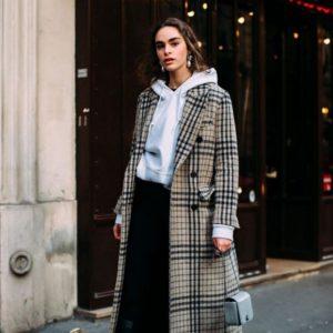 Παλτό και hoodie: Ένας σούπερ συνδυασμός που αξίζει να υιοθετήσεις τις κρύες μέρες