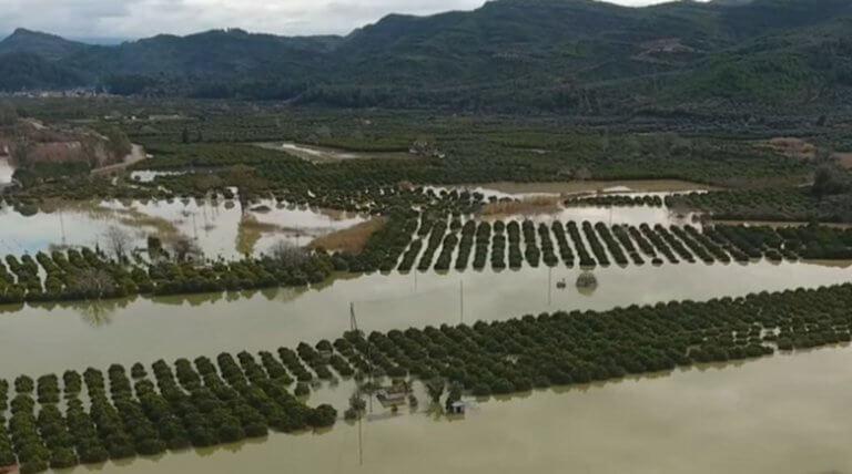 Καιρός: Πλημμύρες, κατολισθήσεις και εκκενώσεις σπιτιών στην Ηλεία – Βυθισμένοι στις λάσπες και την απελπισία! | tlife.gr