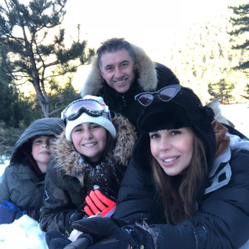 Ιωάννα Λίλη: Η οικογενειακή φωτογραφία με τον Άγιο Βασίλη! | tlife.gr