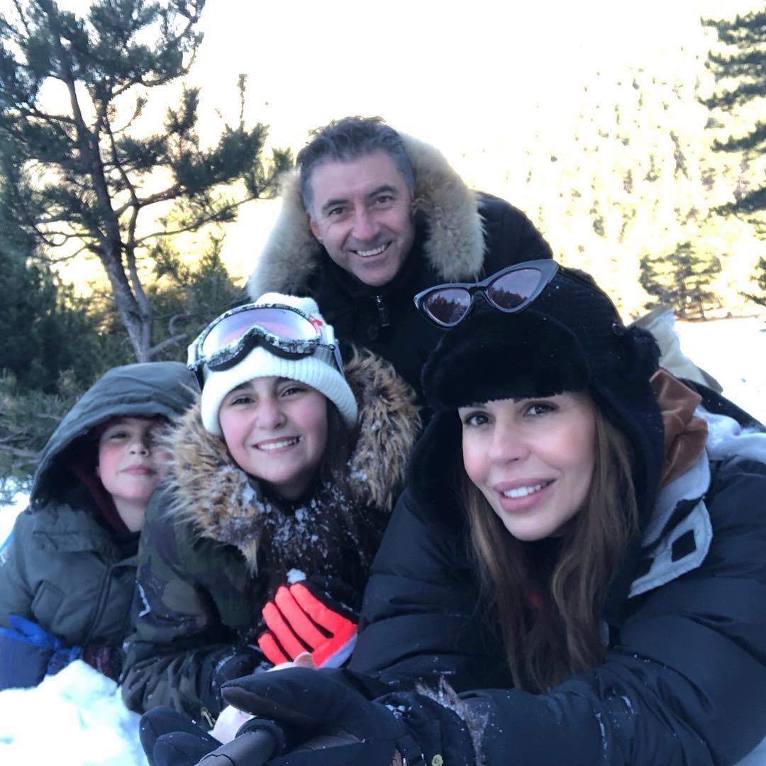 Ιωάννα Λίλη: Η οικογενειακή φωτογραφία με τον Άγιο Βασίλη!   tlife.gr