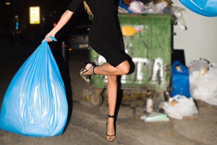 Ποια γνωστή Ελληνίδα πόζαρε για τη νέα χρονιά δίπλα σε κάδο σκουπιδιών; | tlife.gr
