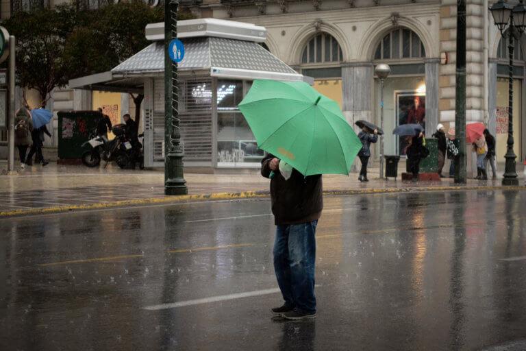"""Καιρός: Σάββατο με """"μπουμπουνητά"""" και καταιγίδες – """"Ποτάμια"""" ξανά οι δρόμοι   tlife.gr"""