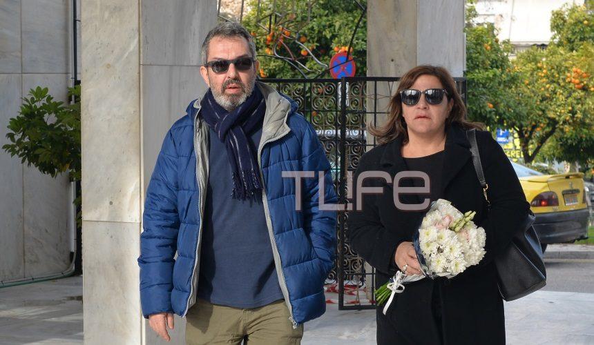 Θλίψη στην κηδεία του ηθοποιού Τρύφωνα Καρατζά -Οι συνάδελφοί του τον συνόδεψαν στην τελευταία του κατοικία | tlife.gr