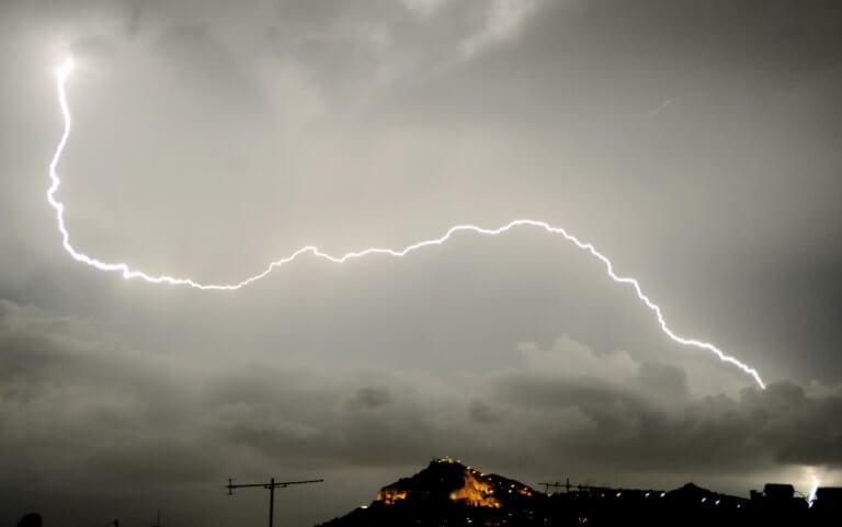 Καιρός: Βροχές και καταιγίδες παντού – Που θα χτυπήσει η κακοκαιρία | tlife.gr