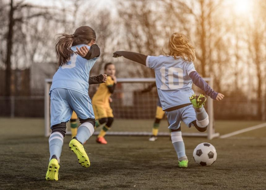 Sports Club: Τέσσερις μύθοι για τον παιδικό αθλητισμό που πρέπει να καταρρίψεις   tlife.gr