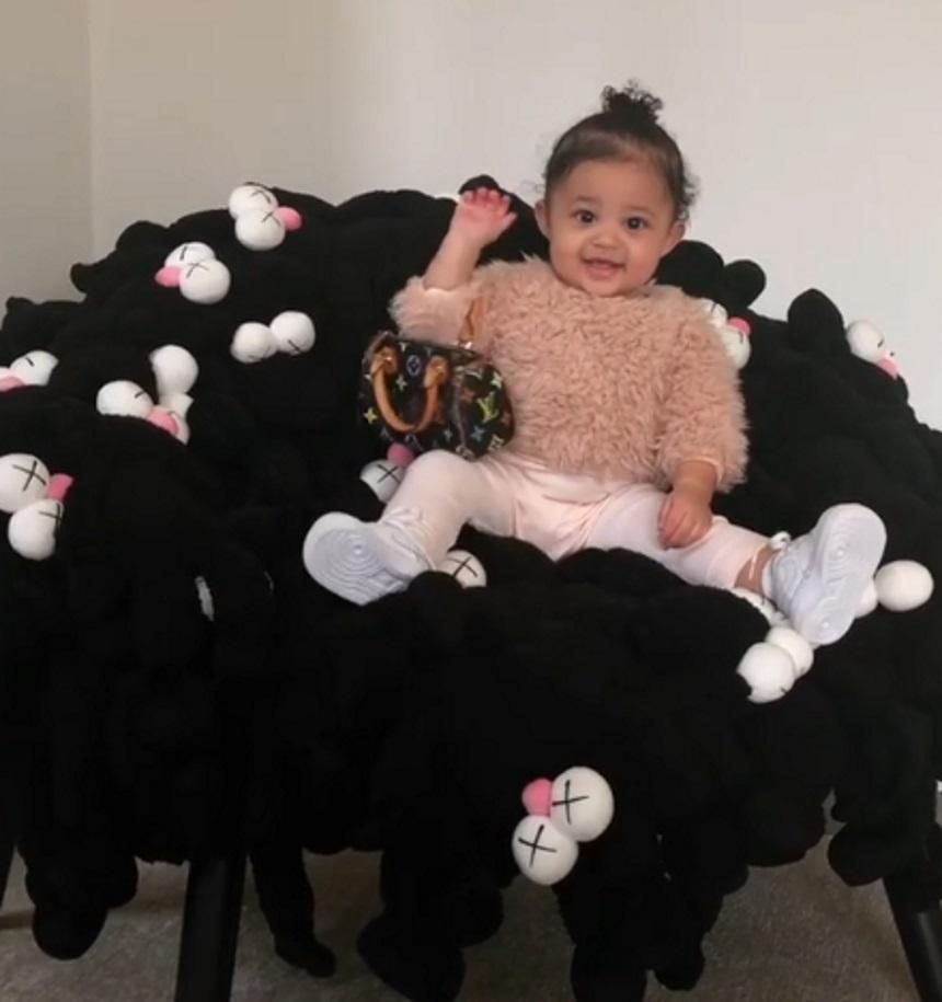 Kim Kardashian: Έκανε δώρο στις κόρες της και στις ανιψιές της τσάντες διάσημου οίκου μόδας! [pics,vid]