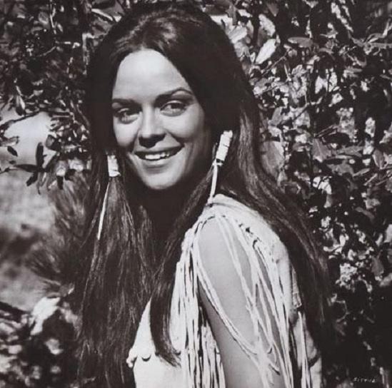 Κορίνα Τσοπέη: Η πρώην Μις Υφήλιος στην Αθήνα για τις γιορτές! Φωτογραφίες με τον βετεράνο δημοσιογράφο Δ. Λυμπερόπουλο | tlife.gr