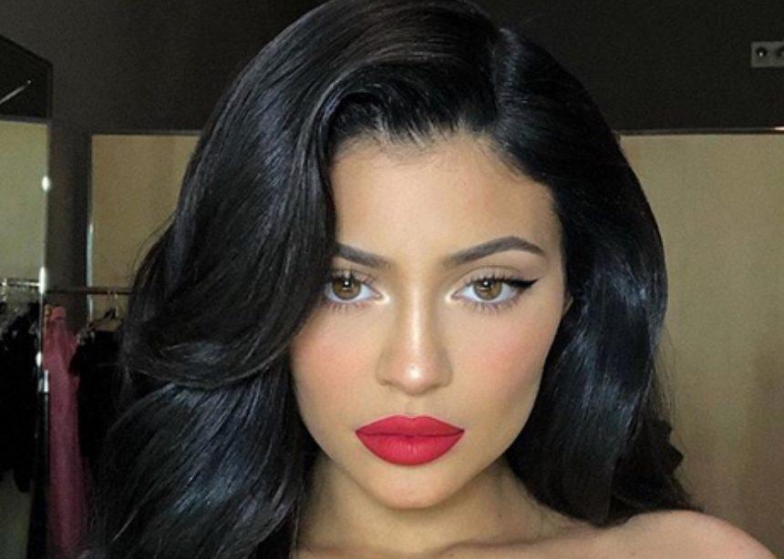 H Kylie Jenner με κόκκινα μαλλιά στην νέα καμπάνια της για τον Άγιο Βαλεντίνο! | tlife.gr