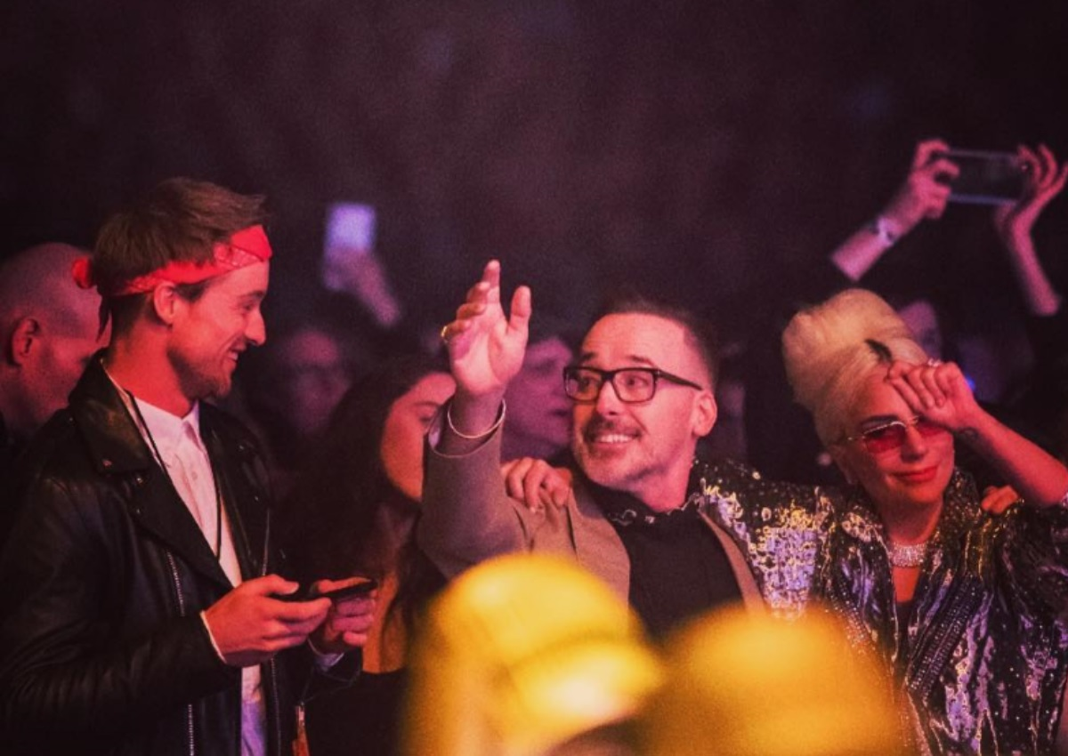 Lady Gaga: Σε ξέφρενους ρυθμούς στην συναυλία του Elton John, μαζί με τον σύζυγο του τραγουδιστή! [pics] | tlife.gr