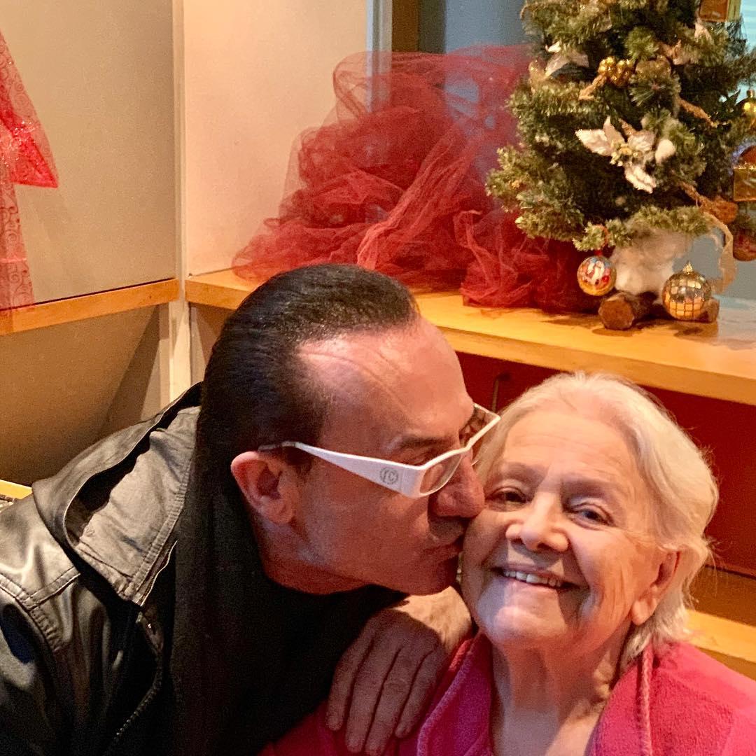Μαίρη Λίντα: Ο Λευτέρης Πανταζής την επισκέφθηκε στο Γηροκομείο Αθηνών – Φωτογραφία