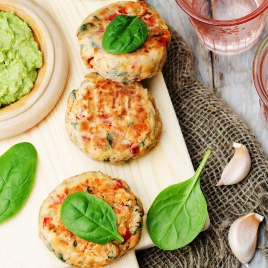 Πικάντικα μπιφτέκια σολομού | tlife.gr