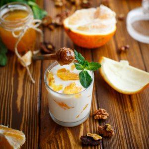 Επιδόρπιο με γιαούρτι, μανταρίνι και ξηρούς καρπούς