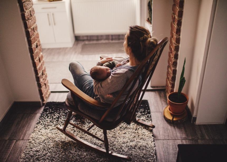 Lullabies: Ξέρουν οι millennial γονείς πώς να νανουρίσουν τα παιδιά τους; | tlife.gr