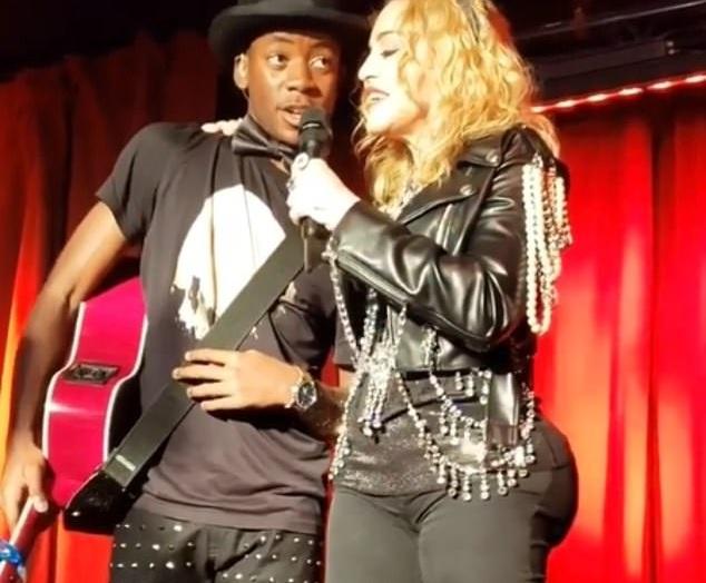 Σοκ… από τη νέα εμφάνιση της Madonna! Έβαλε εμφυτεύματα στα οπίσθια; Video και φωτογραφίες   tlife.gr