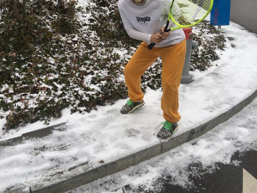 Γνωστή παρουσιάστρια παίζει τένις στο χιόνι! [pics] | tlife.gr