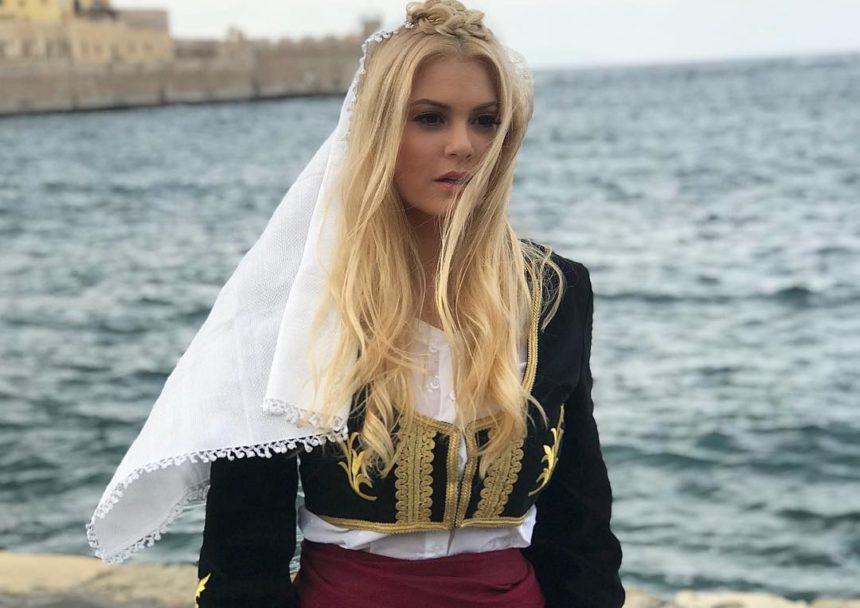 Μαρία Κορινθίου: 'Eξαλλη με αγενή  follower που την πρόσβαλε και δημοσίευσε τη συνομιλία τους! Όλος ο διάλογος | tlife.gr