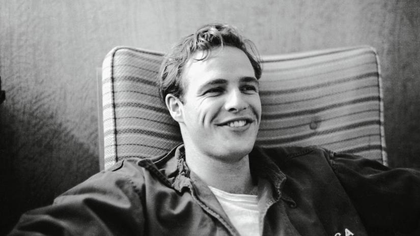 Ποιος διάσημος ηθοποιός θα υποδυθεί τον Μάρλο Μπράντο στη δραματική ταινία «Waltzing With Brando»; | tlife.gr