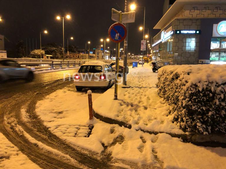 Στην κατάψυξη όλη η Αττική! Χιόνια από το κέντρο της Αθήνας έως τα βόρεια προάστια – Έκλεισαν δρόμοι και… σχολεία! | tlife.gr