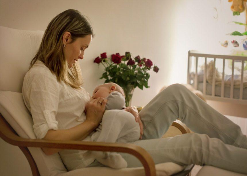 Ποιοι είναι οι κίνδυνοι του μη θηλασμού για το μωρό και την μητέρα; Ο Δρ. Σπύρος Μαζάνης εξηγεί | tlife.gr