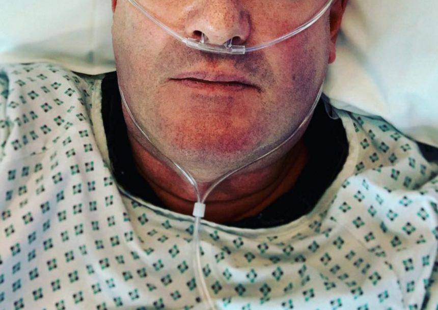 Διάσημος παρουσιαστής νοσηλεύεται στο νοσοκομείο – Η φωτογραφία που ανέβασε στα social | tlife.gr