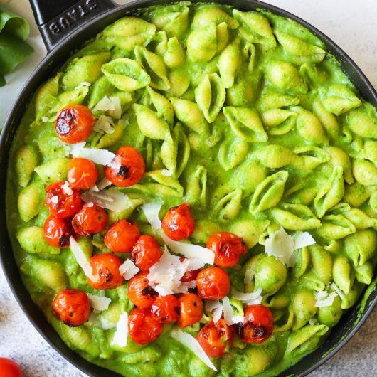 Κοχυλάκι με πέστο σπανάκι και ψητά ντοματίνια | tlife.gr