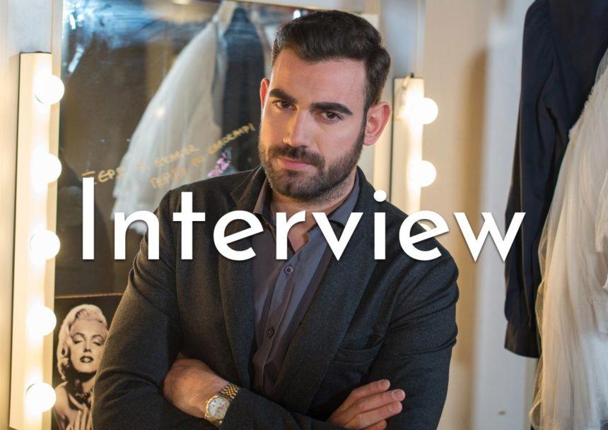 O Νίκος Πολυδερόπουλος στο ΤLIFE: Η επιτυχία ως δολοφόνος στο Tατουάζ, η χρεοκοπία, η δουλειά στην οικοδομή και το «Τoc Toc» – VIDEO | tlife.gr