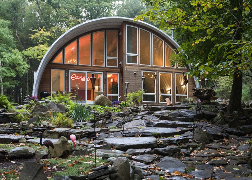 Q Hut: Μια βόλτα στους πολυτελείς χώρους του πιο ιδιότυπου εξοχικού στην Νέα Υόρκη   tlife.gr