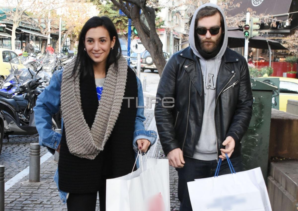 Ευγενία Σαμαρά – Γιάννης Ποιμενίδης: Είναι αχώριστοι! Τα ψώνια τους στο κέντρο της Αθήνας [pics]
