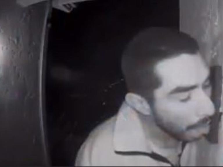Ανθρωποκυνηγητό για 33χρονο που… έγλειφε κουδούνι επί 3 ώρες! | tlife.gr