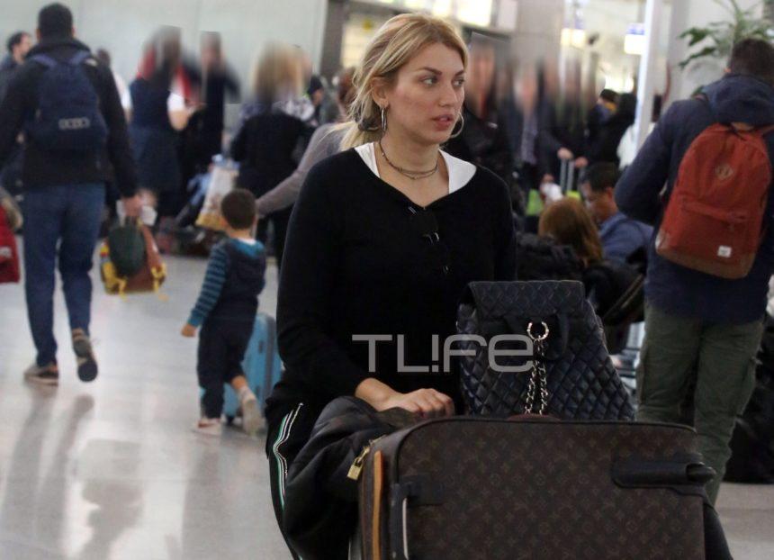 Κωνσταντίνα Σπυροπούλου: Με casual look στο αεροδρόμιο λίγο πριν αναχωρήσει για την Νέα Υόρκη! [pics] | tlife.gr