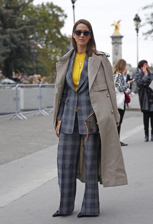 Παρίσι με χρωματιστό πουλόβερ | tlife.gr