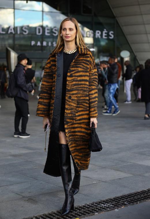 Παρίσι με animal print παλτό | tlife.gr