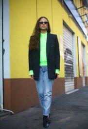 Μιλάνο με χρωματιστό πουλόβερ