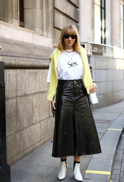 Λονδίνο με vinyl φούστα | tlife.gr
