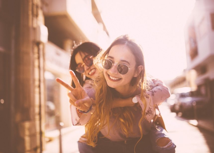 Teen Spirit: Με ποιο τρόπο επηρεάζουν οι εφηβικές φιλίες την ενήλικη ζωή του παιδιού; | tlife.gr