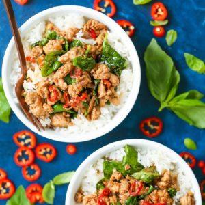 Thai κοτόπουλο σε αρωματική σάλτσα σόγιας