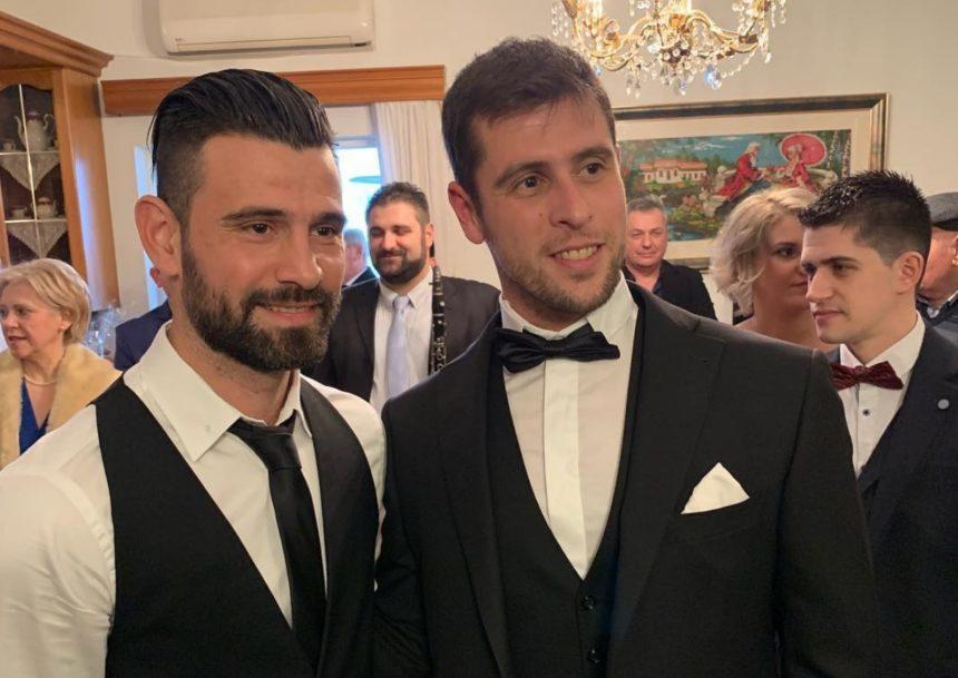 Γιάννης Τσίλης: Παντρεύτηκε την αγαπημένη του στα Ιωάννινα και όλοι οι Survivors φίλοι του βρέθηκαν στον γάμο τους! (pics,video) | tlife.gr