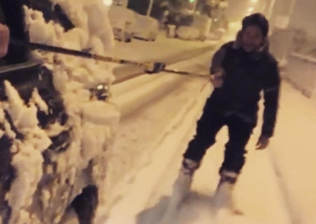 Απίστευτο! Δες τον Πάνο Βλάχο να κάνει σκι στους χιονισμένους δρόμους του Χαλανδρίου! (video) | tlife.gr