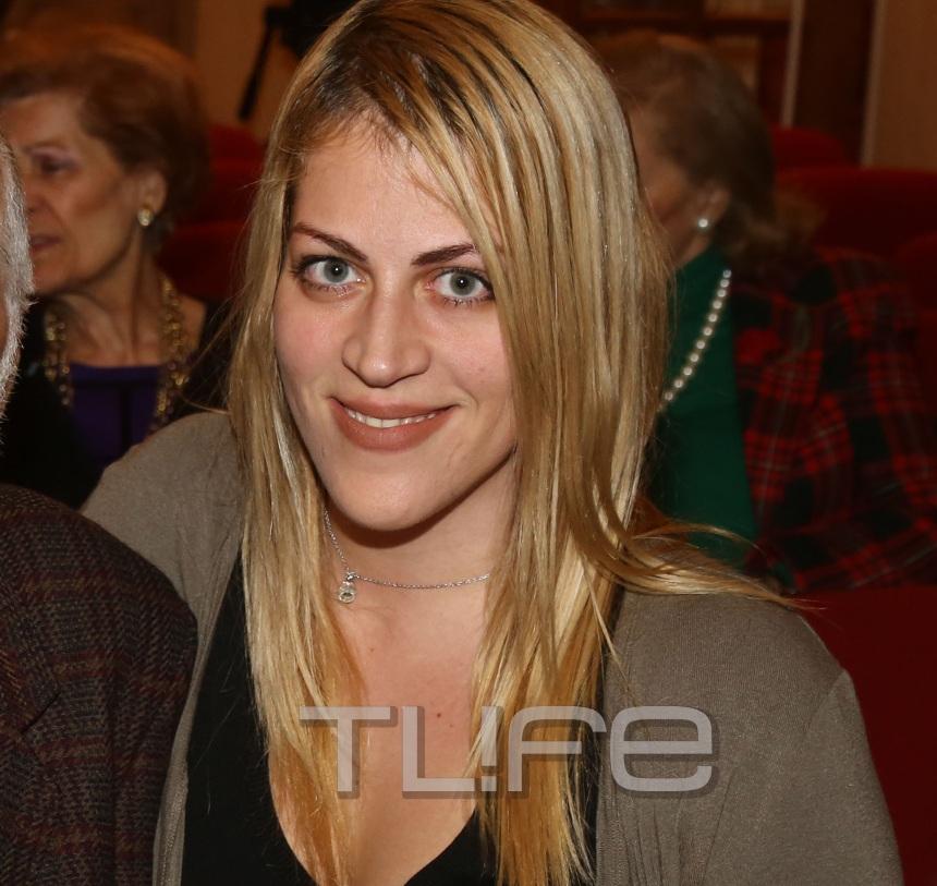 Η καλλονή της φωτογραφίας είναι κόρη διάσημου ηθοποιού που βλέπουμε στις ελληνικές ταινίες | tlife.gr